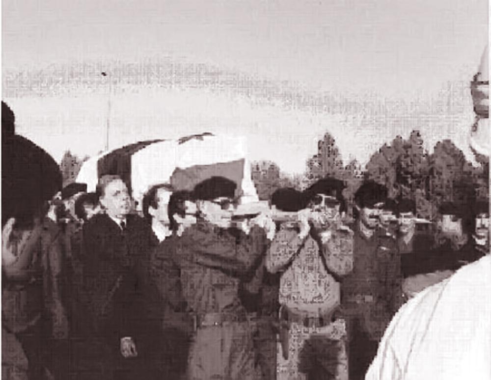 Čovjek koji je orginalno zamislio Baath stranku Michel Aflaq, potjeran je u Irak, gdje je i umro 1989. - kao razočaran čovjek, uvjeren kako je Assad uništio njegov san o ujedinjenim Arapima. Na slici - njegov pogreb. Saddam nosi lijes.