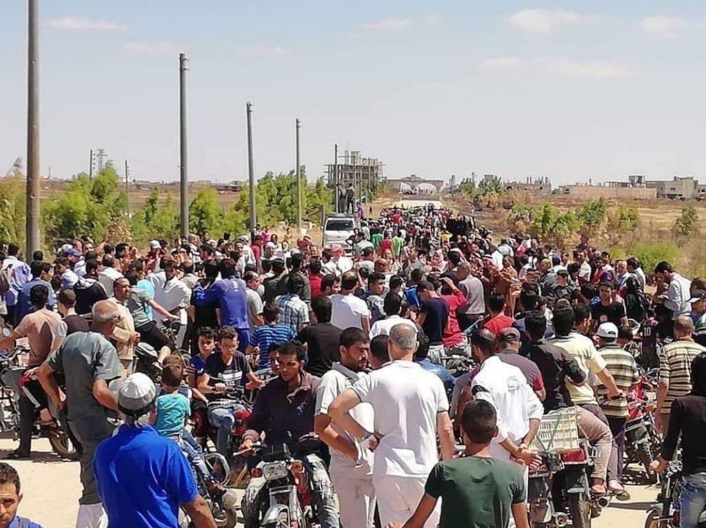 Civili zauzeli ulice i pozdravili svoju osloboditeljsku vojsku.