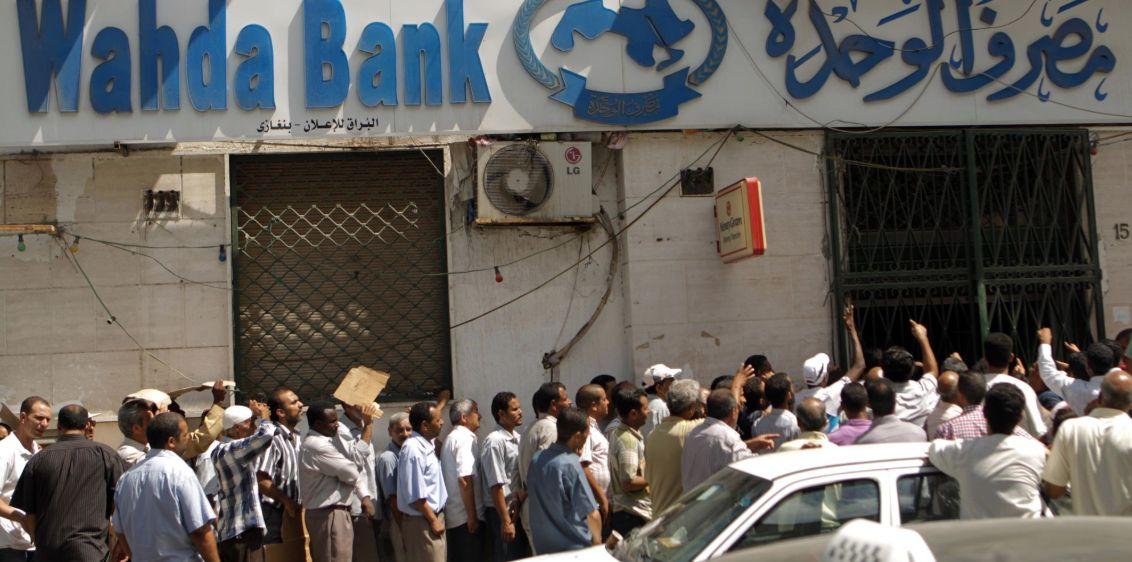 Možete li zamisliti da od 2011. godine nije proveden nikakav građevinski projekt u Libiji?!Možete li zamisliti da od 2014. građani mogu povući samo 500 dinara (oko 70 američkih dolara) od svog novca na svojim bankovnim računima i mogu se povući samo jednom mjesečno?! .. i za to moraju stajati satima pred bankama...