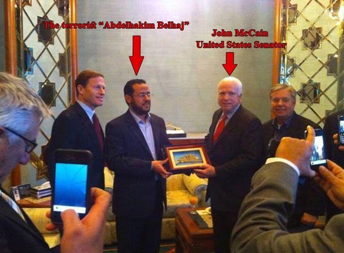 Američki senator John McCain posjetio je Tripoli 2012. godine kako bi Belhadju predao humanitarnu nagradu za sudjelovanje u rušenju libijske države!